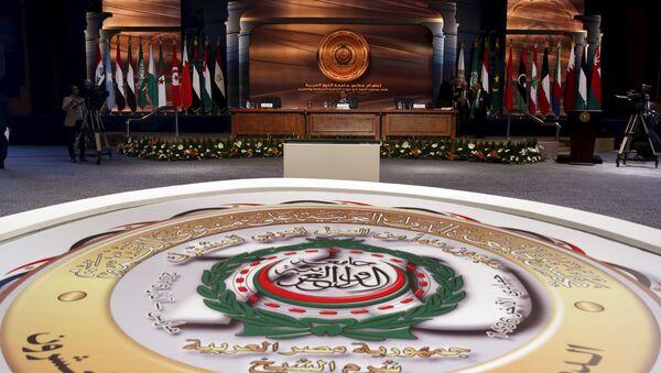 Egyptian President Abdel Fattah al-Sisi (C) speaks during the closing session of the Arab Summit in Sharm el-Sheikh - Sputnik Mundo