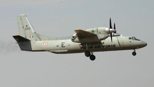 Avion de transporte militar An-32 de la Fuerza Aérea india - Sputnik Mundo