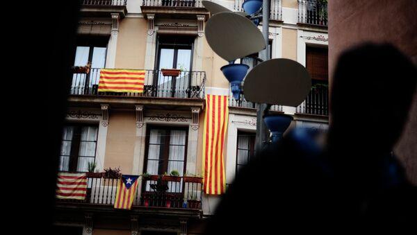 Banderas de Cataluña en Barcelona - Sputnik Mundo