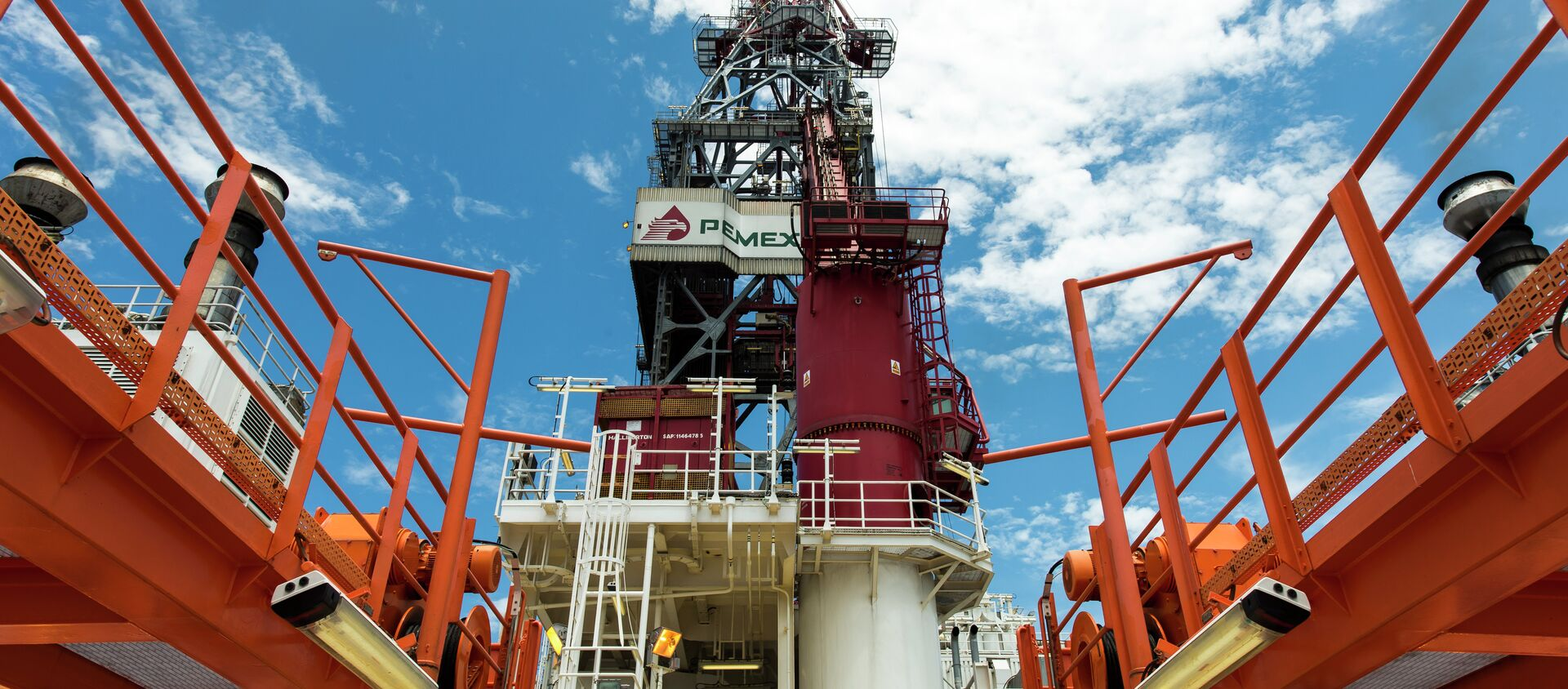 View from the deck of the tower of La Muralla IV exploration oil rig, operated by Mexican company Grupo R and working for Mexico's state-owned oil company PEMEX, in the Gulf of Mexico on August 30, 2013. - Sputnik Mundo, 1920, 09.10.2020