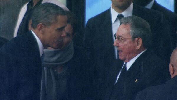 Presidente de EEUU, Barack Obama (izda.) y  líder de Cuba, Raúl Castro - Sputnik Mundo