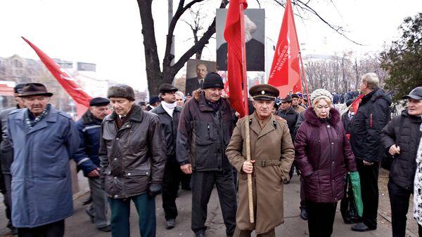 Столкновение радикалов Правого сектора и сторонников Компартии Украины в Харькове - Sputnik Mundo