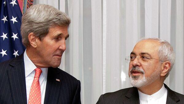 El entonces secretario de Estado de EEUU, John Kerry, y ministro de Asuntos exteriores de Irán, Mohammad Yavad Zarif, durante las negociaciones sobre el acuerdo nuclear iraní - Sputnik Mundo
