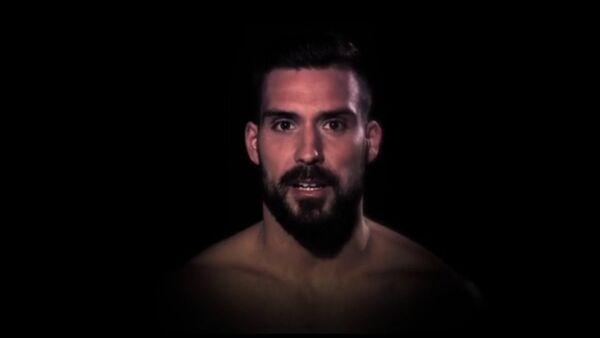 Screenshot del video Respeta a tu pareja con participación de los futbolistas españoles - Sputnik Mundo