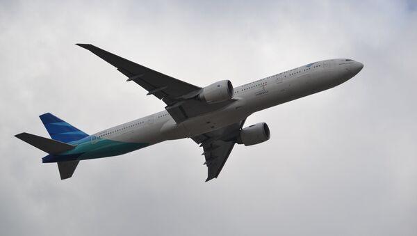 Un avión de Garuda Indonesia - Sputnik Mundo