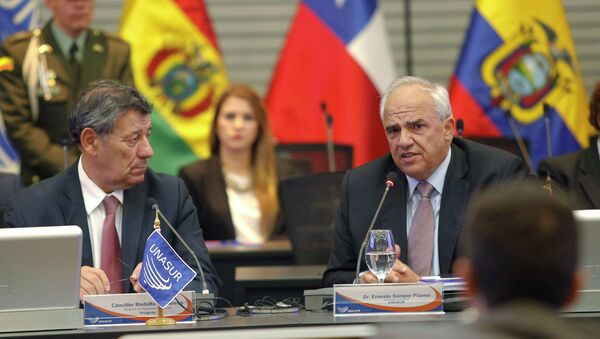 Ernesto Samper, secretario general de la UNASUR (dcha.) - Sputnik Mundo