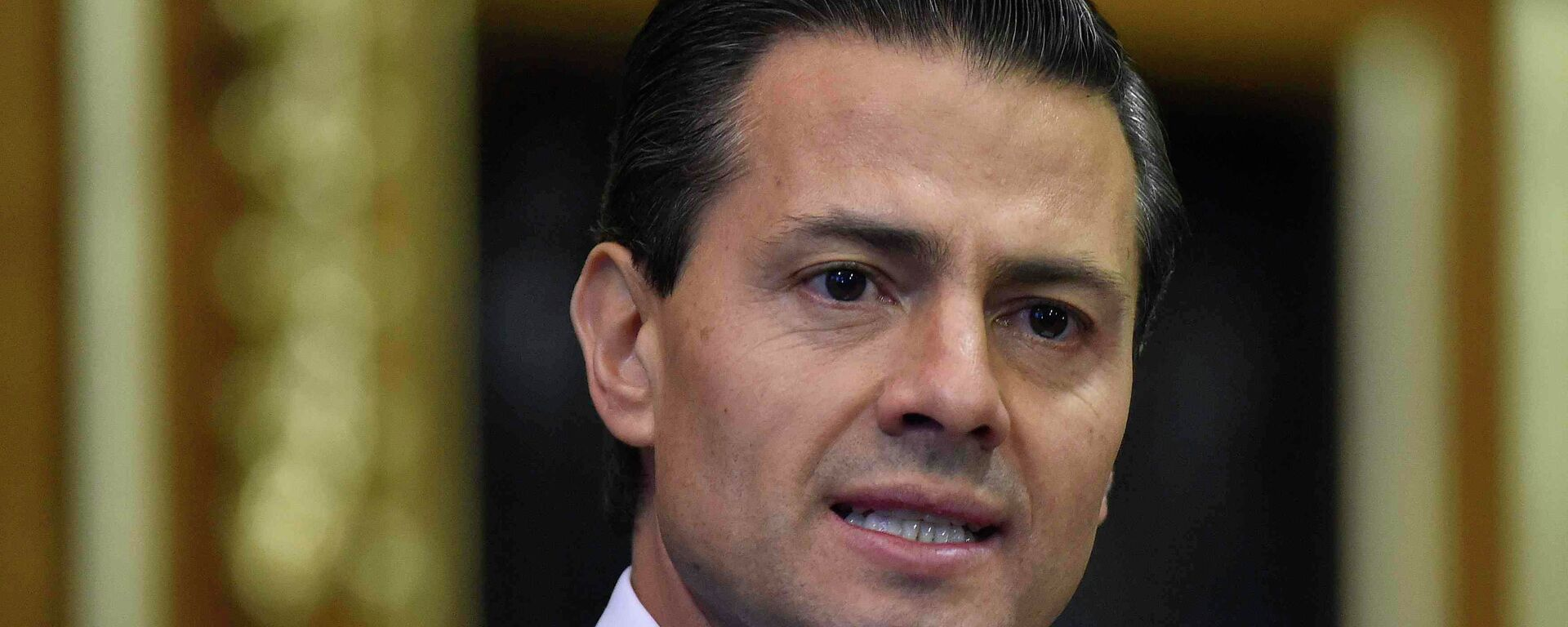 Mexico's President Enrique Pena Nieto delivers an address to members of the British All-Party Parliamentary Group at the Houses of Parliament in London, Tuesday, March 3, 2015 - Sputnik Mundo, 1920, 25.08.2021