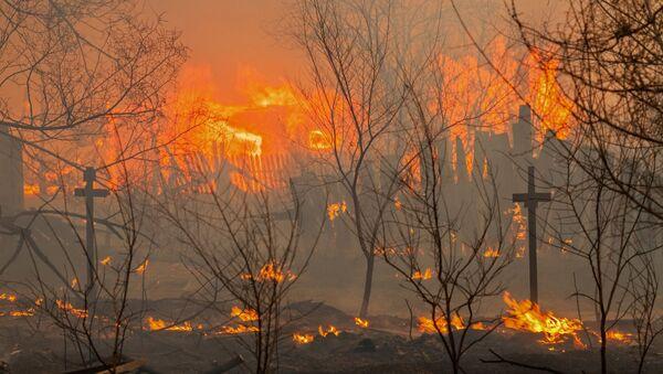 Un incendio en Abakán, capital de la república de Jakasia - Sputnik Mundo