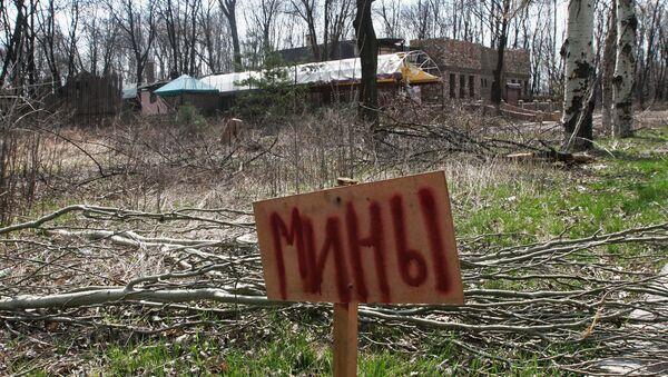 Un cartel qué dice Minas en las afueras de Donetsk - Sputnik Mundo