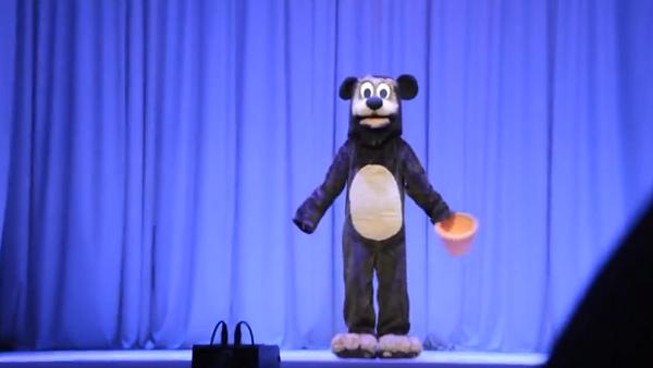 """Captura de imagen del vídeo con el número de baile """"Winnie the Pooh y las Abejas"""" (archivo) - Sputnik Mundo"""