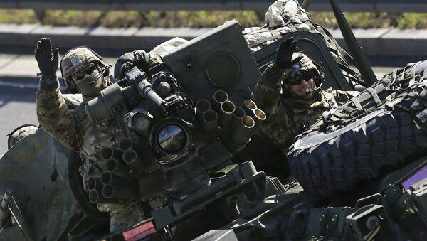 Soldado estadounidense durante las maniobras de la OTAN - Sputnik Mundo