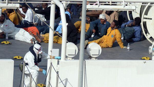 Migrantes ilegales de África en Lampedusa - Sputnik Mundo