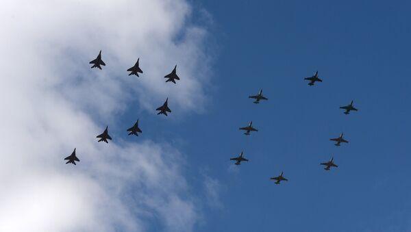 El desfile militar de Moscú se coronará con el vuelo de 140 aviones y helicópteros - Sputnik Mundo