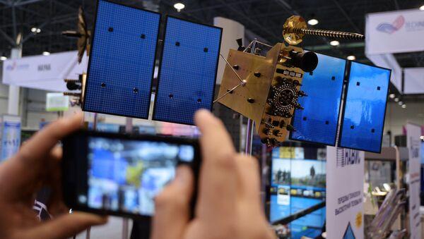 Макет спутника ГЛОНАСС-К на выставке Технопром - 2014 в Новосибирске - Sputnik Mundo
