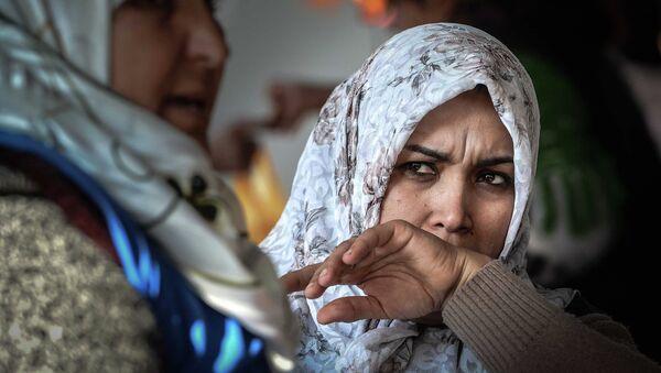 Estafadores en Tayikistán venden permisos para usar barba y hiyab - Sputnik Mundo