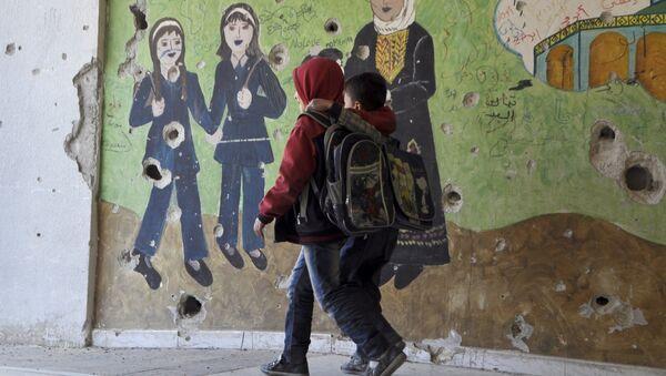 Niños en el campo de refugiados Yarmuk - Sputnik Mundo
