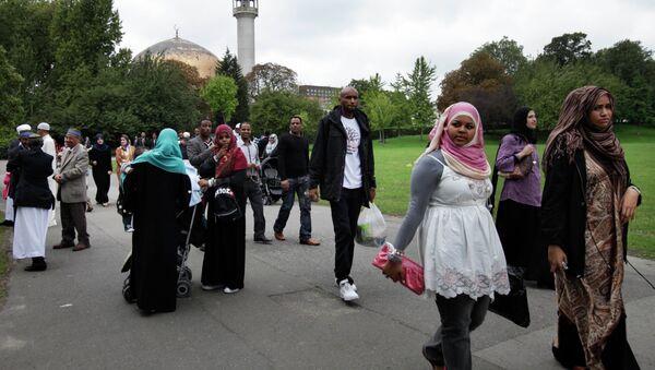 El voto musulmán gana peso en las elecciones generales de Reino Unido - Sputnik Mundo