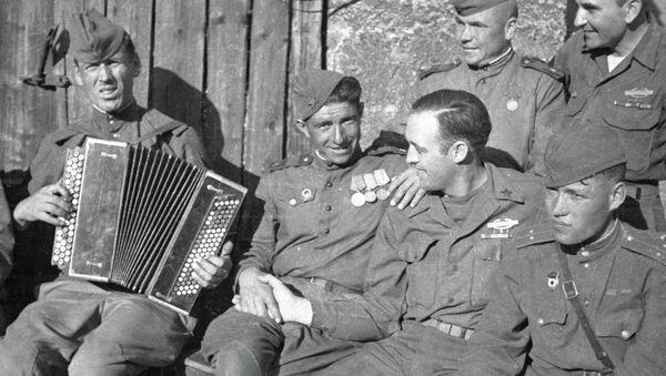Militares soviéticos y estadounidenses durante la Segunda Guerra Mundial - Sputnik Mundo