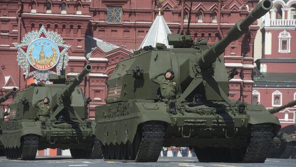 Obuses autopropulsados Koalítsiya-SV (Coalición) durante el desfile militar en Moscú - Sputnik Mundo