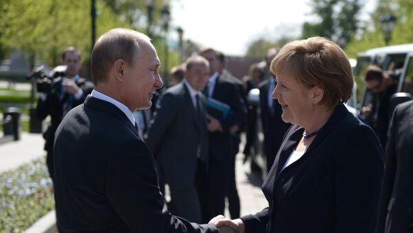 Presidente de Rusia, Vladímir Putin, y canciller de Alemania, Angela Merkel, en Moscú - Sputnik Mundo