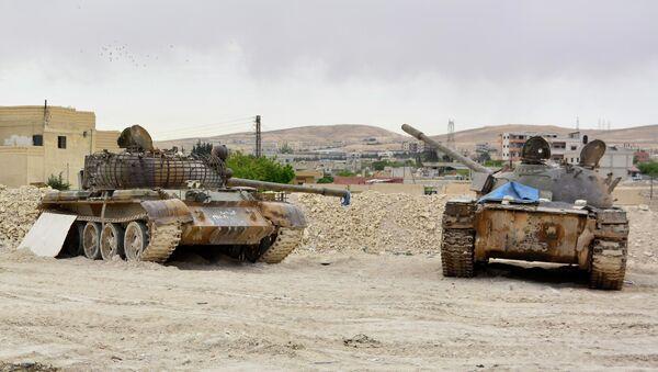 Tanques del Ejército sirio en una de las aldeas de la región de Kalamun, en la frontera sirio-libanesa. 9 de mayo de 2015 - Sputnik Mundo