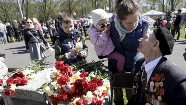 La participación de jóvenes en el Día de la Victoria es motivo de preocupación en Riga - Sputnik Mundo
