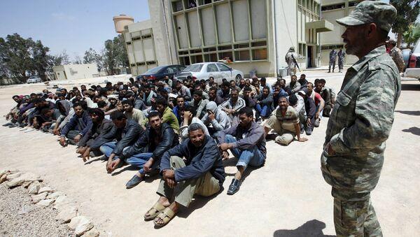 Migrantes egipcios en un centro de inmigración - Sputnik Mundo