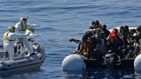 Inmigrantes ilegales en el Mediterráneo - Sputnik Mundo