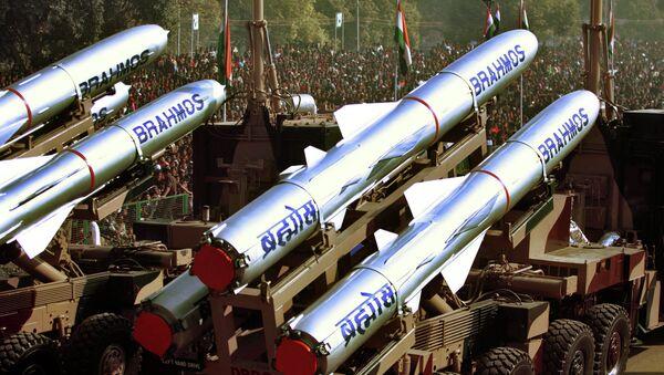 Misiles BrahMos (archivo) - Sputnik Mundo