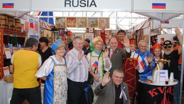 Rusia enseña en el Zócalo de Ciudad de México los souvenirs del Mundial 2018 - Sputnik Mundo