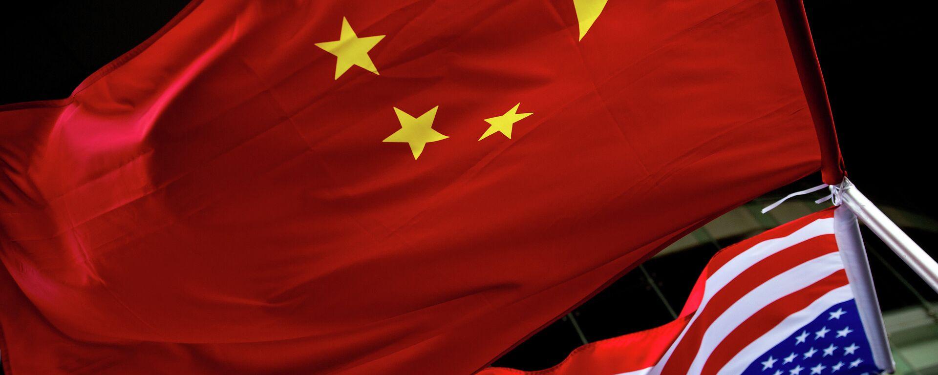 Banderas de China y EEUU - Sputnik Mundo, 1920, 30.07.2021