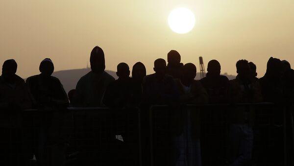 Migrantes ilegales en Sicilia - Sputnik Mundo
