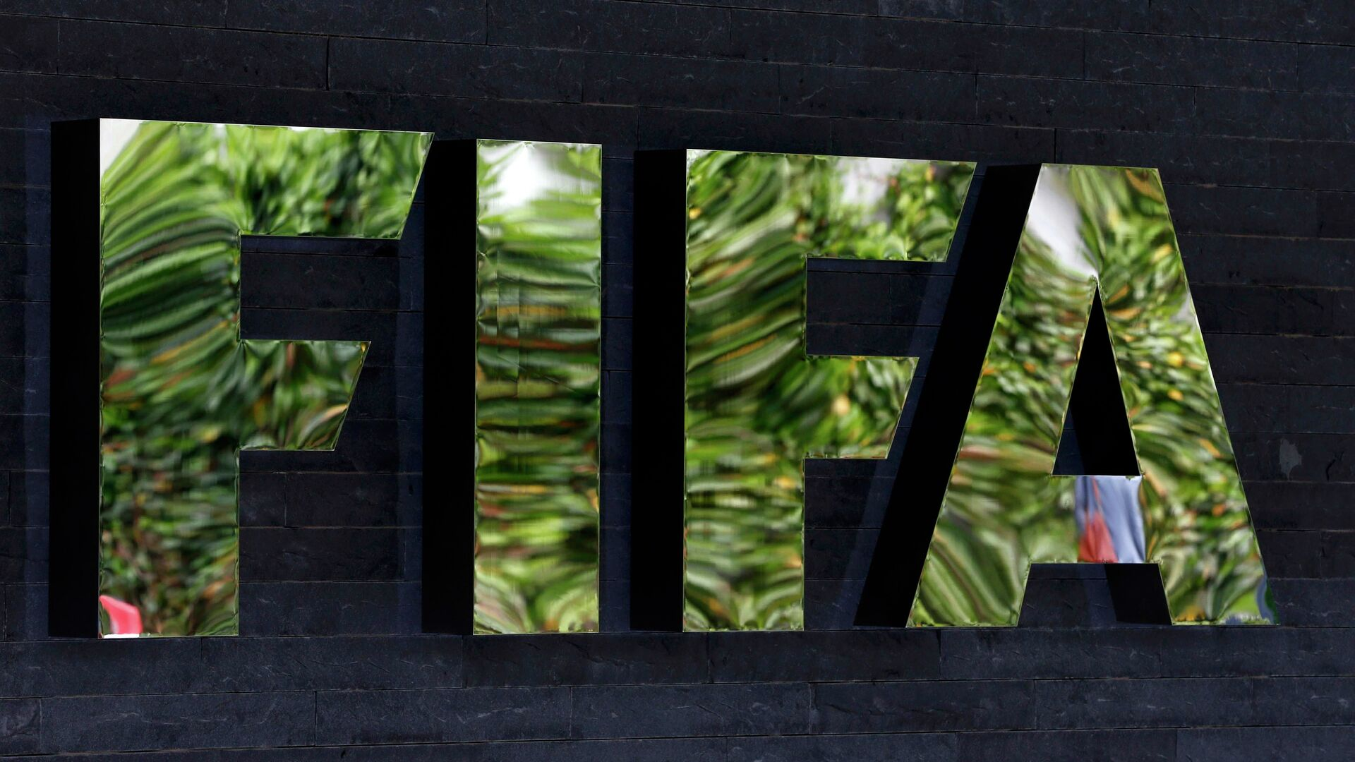 The logo of soccer's international governing body FIFA is seen on its headquarters in Zurich, Switzerland, May 27, 2015 - Sputnik Mundo, 1920, 26.08.2021
