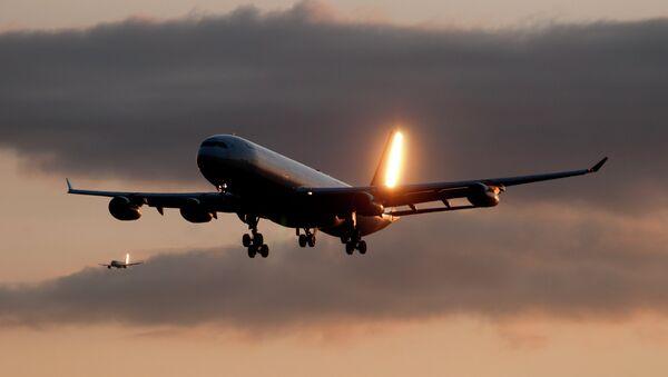Plane in the sky - Sputnik Mundo