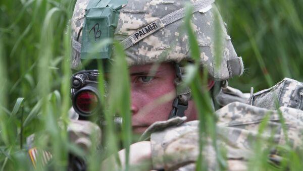 U.S paratrooper, part of the NATO-led peacekeeping mission in Kosovo - Sputnik Mundo