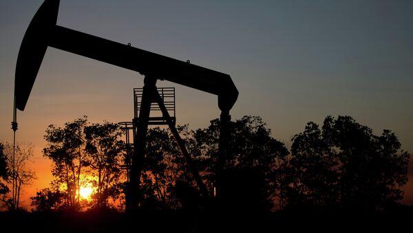 Pozo de petróleo cerca de El Tigre, una ciudad dentro de la Faja Petrolífera del Orinoco - Sputnik Mundo