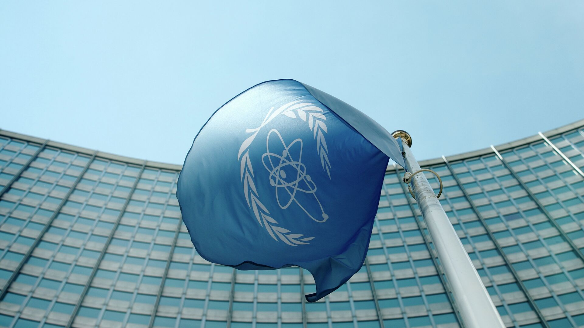 La bandera del Organismo Internacional de Energía Atómica - Sputnik Mundo, 1920, 01.10.2021