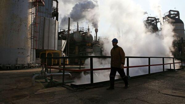 Refinería de petróleo en Irán - Sputnik Mundo