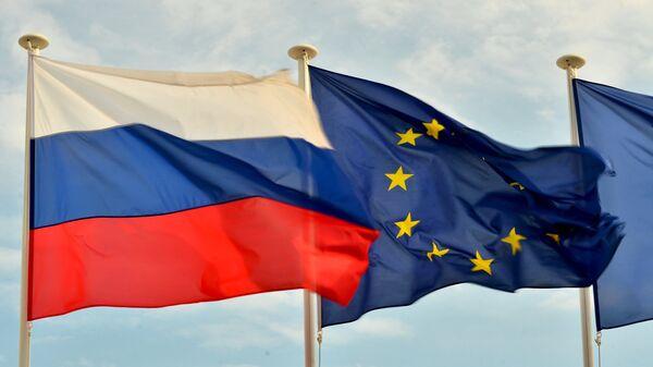 Banderas de Rusia y de la UE - Sputnik Mundo