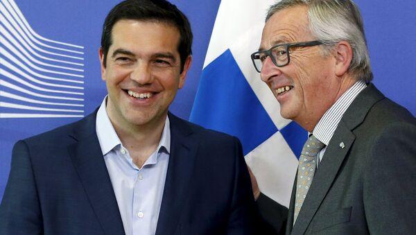 Alexis Tsipras, primer ministro de Grecia y Jean-Claude Juncker, presidente de la Comisión Europea - Sputnik Mundo