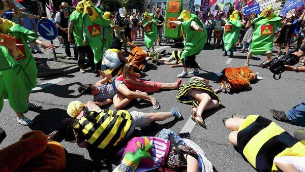Activistas protestan contra pesticidas de Monsanto - Sputnik Mundo