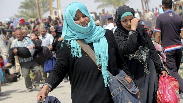Desplazadas mujeres en los alrededores de Bagdad, Iraq, el 24 de mayo, 2015 - Sputnik Mundo