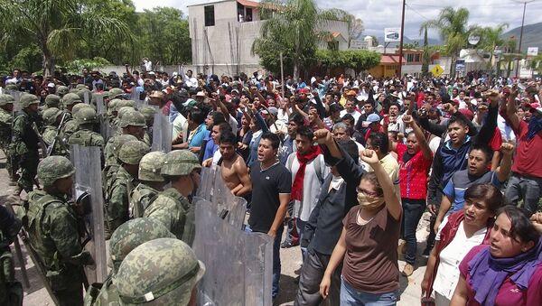 Situación cerca del Instituto Nacional Electoral en la ciudad Huajuapan de Leon - Sputnik Mundo