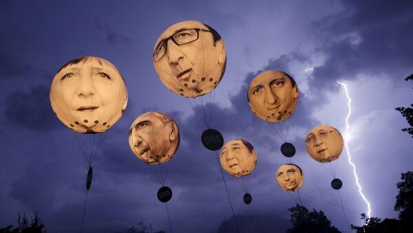 Globos con rostros de los líderes del G7 - Sputnik Mundo