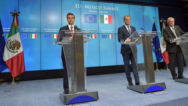 Enrique Peña, presidente de México, Donald Tusk, presidente del Consejo Europeo y Jean-Claude Junker, presidente de la Comisión Europea - Sputnik Mundo