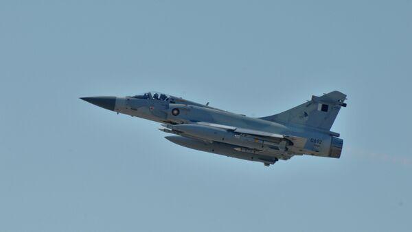 Un avión de la fuerza aérea de Catar participa en la intervención militar de la OTAN en Libia para combatir el régimen de Muamar Gadafi (archivo) - Sputnik Mundo