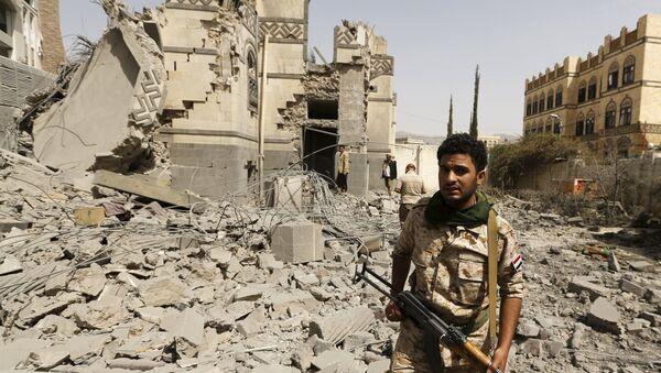 Militante hutí en Saná, Yemen, el 15 de junio, 2015 - Sputnik Mundo