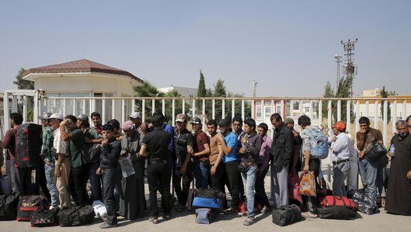 Refugiados sirios en la frontera de Turquía, el 17 de junio, 2015 - Sputnik Mundo