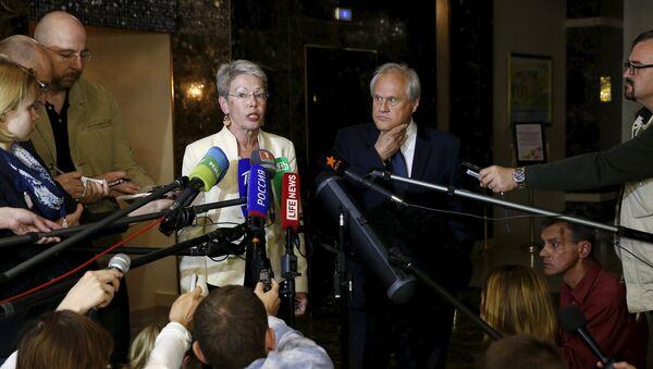 Heidi Tagliavini y emisario de la OSCE para Ucrania, Martin Sajdik - Sputnik Mundo