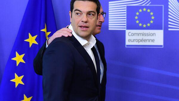 Primer ministro de Grecia, Alexis Tsipras, y presidente de la Comisión Europea, Jean-Claude Juncker - Sputnik Mundo